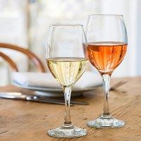 Maldive Wine Glasses with Wine