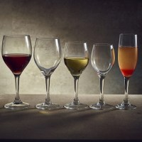 Vicrila Rodio Wine Glasses with wine